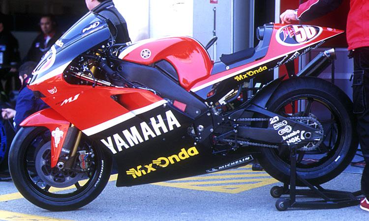 yamaha_yzrm1_2003_05.jpg
