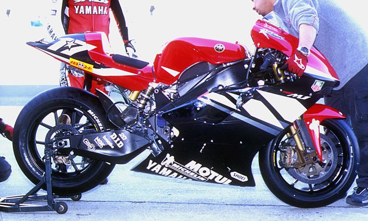 yamaha_yzrm1_2003_06.jpg