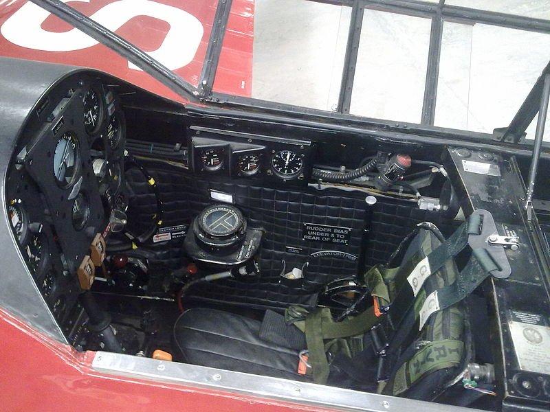 800px-Comet_Cockpit.jpg.554623851d5cbe8789ab45f94842418d.jpg