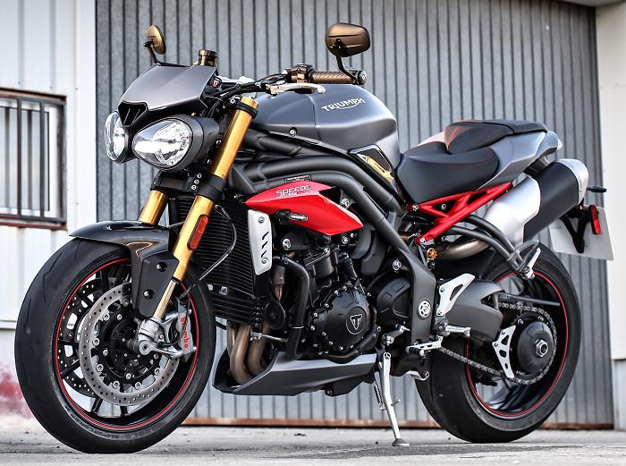 triumph-1050-Speed-Triple-R-2018-700px.jpg.1d8eb1de9559ab07f82978a89d3780fd.jpg